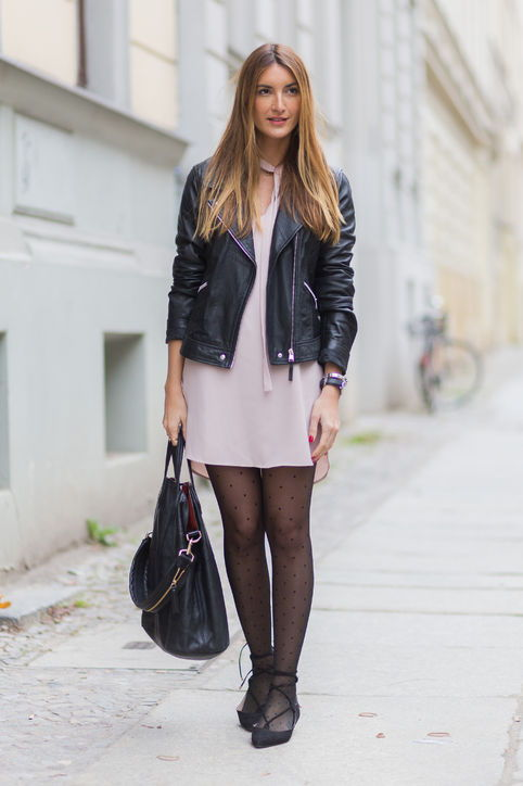 14-valentines-day-outfit-idea-pink-dress-leather-jackiet-flats