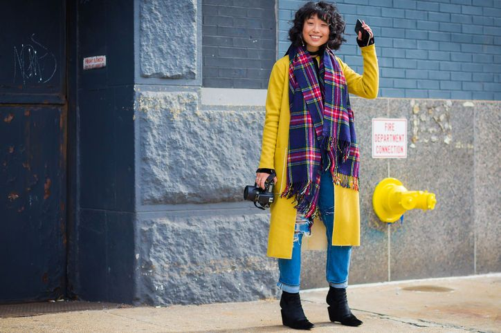 yellow-plaid-scarf-bright-coat-style-du-mode