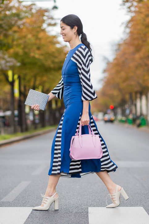 caroline-issa-black-white-stripes-blue-dress-street-style-spring-print